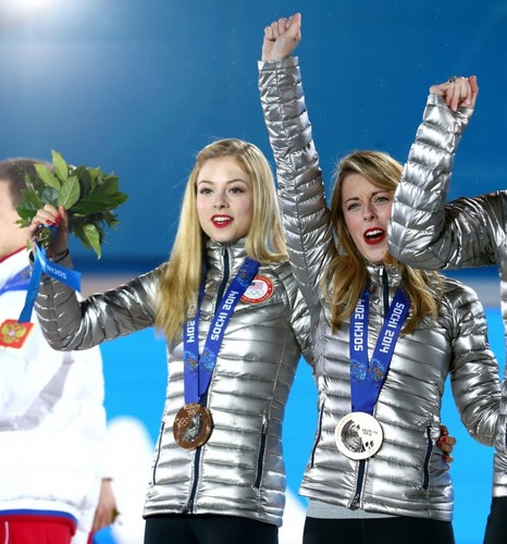 -Ashley-Wagner_-Team-Figure-Skating-Overall-Medal-Ceremony--09-720x771.jpg
