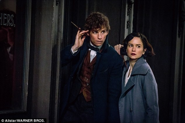 3A4F737400000578-3930996-Magical_Eddie_Redmayne_and_Katherine_Waterston_in_the_film_Fanta-a-7_1479006248844.jpg