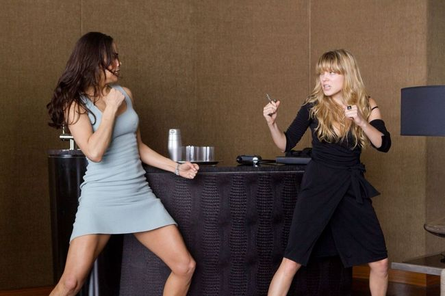 Paula-Patton-and-Léa-Seydoux-in-Mission-Impossible-Ghost-Protocol-2011-Movie-Image.jpg