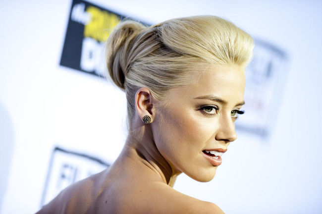 amber_heard_the_rum_diary_premiere_in_los_angele.jpeg